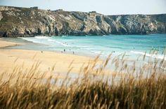 Cette jolie plage et cette mer turquoise ça ne vous dit pas pour vos vacances ? Pas besoin d'aller à l'autre bout du monde c'est à Crozon en Bretagne ! #Bretagne #france