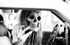 art, artsy, black and white, blonde, car Ghost Stories, Favim, Skull And Bones, Vintage Halloween, Halloween Queen, Halloween Photos, Halloween Art, Halloween Stuff, Skull Art