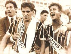 Riberto e De Sordi são fotografados após a vitória de 3×1 sobre o Corinthians na conquista do campeonato paulista de 1957. Crédito: site do Milton Neves.