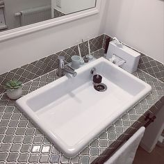 女性で、のニトリ/名古屋モザイクタイル/北欧/ナチュラル/輸入住宅/戸建…などについてのインテリア実例を紹介。「洗面スペースが大好き❤︎ TOTOのシンクにして良かった(๑>◡<๑) 洗顔もお掃除も洗濯にもとっても便利♪」(この写真は 2017-06-09 23:51:26 に共有されました)