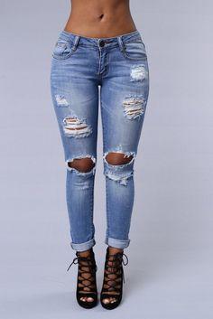 - 5 Pocket Design - Boyfriend Fit - Light Wash - Destroyed - 97% Cotton 3% Spandex