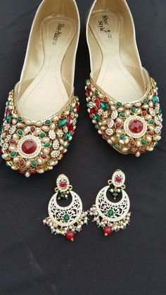 Code : Fk 0010 PRICE For khussa only 3800 RS EARRINGS price ; 1500 sizes 36 to 42 availble