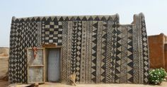 Geometric painted dwellings from the village of Tiébélé located in Burkina Faso, West Africa. I remember when Savannah represented Burkina Faso in her sixth grade World Experts Fair project! Vernacular Architecture, Architecture Design, Geometric Patterns, Geometric Designs, Mud House, House Art, Earth Homes, Village Houses, West Africa