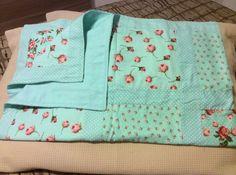 Manta em patchwork com forro em flanela para bebê.