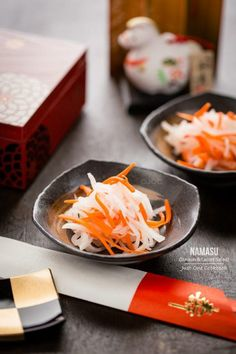 Namasu (Daikon and Carrot Salad). Thinly sliced daikon and carrot strip pickled in a sweet vinegar sauce. Typically served as a Japanese New Years dish Easy Japanese Recipes, Japanese Dishes, Japanese Carrot Recipe, Chinese Recipes, Mexican Recipes, Japanese New Year Food, New Year's Food, Carrot Salad, Cooking Recipes