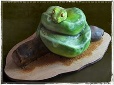 Green Tree Snake Cake on Cake Central Cupcakes, Cupcake Cakes, Beautiful Cakes, Amazing Cakes, Zoe Cake, Scary Cakes, Snake Party, Realistic Cakes, Best Party Food