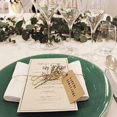 ゲストのお皿には、1つ1つ違う種類のドライフラワーを添えて。女性ゲストは髪の毛に、そして男性ゲストは胸ポケットに刺してくれてる人もいて 嬉しかったなぁ。 #メゾンプルミエール #会場装花 #席札 #jh0218wedding #ウエディングレポ #weddingtbt #密林東京 #結婚式レポ #ちーむ0218 #高砂装飾 #ドライフラワー #ラスティックウェディング #ペーパーアイテム #メニュー表
