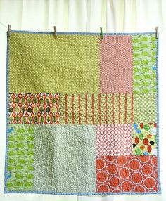 Crib quilt with ducks in a row by Lizzy House   Flickr - Photo Sharing! - No Pattern, just the idea.