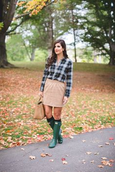 plaid shirt, preppy outfit, preppy fall outfit, camel skirt, fall fashion, fall style,  hunter boots, tory burch robinson tote // grace wainwright from a southern drawl