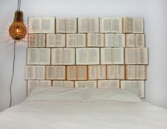 Schlafzimmer, Bett-Kopfteil-Bücher
