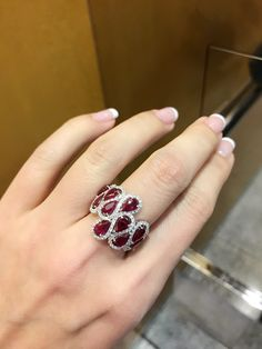 Vivid red ruby at 4.6ct and 1ct of diamond , beautiful !