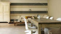 Créer un décor au mur avec de la peinture // http://www.deco.fr/diaporama/photo-du-sol-au-plafond-ma-salle-a-manger-comme-neuve-73729/