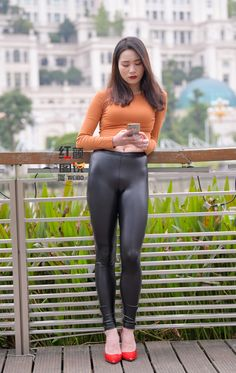 Shop the latest arrivals at SHEIN, always stay ahead of the fashion trends. Hundreds of new looks updated every day! Yoga Pants Girls, Girls In Leggings, Sporty Outfits, Hot Outfits, Cute Fashion, Girl Fashion, Womens Fashion, Faux Leather Leggings, Leather Pants