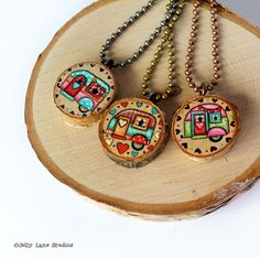 Handpainted Retro Camper Wood Slice Necklace – Wood Works – Just another WordPress site Wood Slice Crafts, Wood Burning Crafts, Wood Burning Art, Wooden Crafts, Wooden Diy, Diy Wood, Wood Circles, Retro Campers, Wooden Ornaments