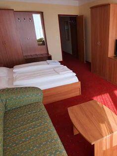 Insgesamt bietet das ***Hotel Angerer-Hof 52 Zimmer in sechs verschiedenen Kategorien. #angererhof #angererhofzimmer Das Hotel, Bed, Furniture, Home Decor, Decoration Home, Stream Bed, Room Decor, Home Furnishings, Beds