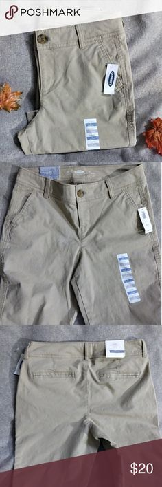 Nwt Old Navy skinny khakis New with the tags skinny Style khakis .slit pockets in the front .button zipper closure slit back pockets size 2 28 in inseam Old Navy Pants Skinny
