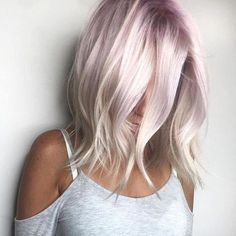Cute rose blonde hair color on medium length wavy hair - Hair Colors - Blond Rose, Rose Blonde Hair, Blonde Hair With Purple Highlights, Color Highlights, Blonde Balayage, Pearl Blonde, Blonde Brunette, Cheveux Courts Funky, Longbob Hair