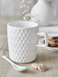 The beautiful shape and pattern of this mug are captivating and radiate a cool Scandi vibe.