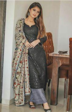 Sharara Designs, Sari Blouse Designs, Kurta Designs Women, Dress Designs, Girls Fashion Clothes, Girl Fashion, Fashion Dresses, Indian Gowns Dresses, Pakistani Dresses