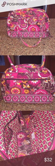 """VERA BRADLEY LARGE HANDBAG 👜 😍VERY GENTLY USED BEAUTIFUL LARGE VERA BRADLEY BAG😍😍 12.5""""W X 10""""H X 5""""D 8"""" Handle drop  Front has two pockets with magnetic closure  Back has large zippered compartment  Interior has 3 slip pockets and 1 large zippered pocket  Bag zips closed Interior bottom has a little fading and wear, otherwise bag looks brand new!!❤️❤️ Vera Bradley Bags Satchels"""