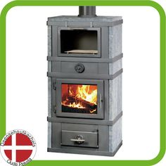 Svendsen 1 houtkachel met afgesloten bakvak en speksteen. / Svendsen wood stove with baking section and soapstone.