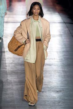 Alberta Ferretti Frühjahr 2019 Prêt-à-porter-Kollektion - Vogue Fashion Week, Runway Fashion, Fashion Looks, Fashion Tips, Fashion Design, Fashion Ideas, Vogue Russia, Alberta Ferretti, Fashion Show Collection