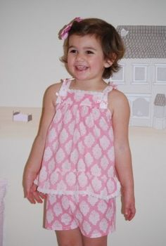 De niña - Pijamas de ensueño Sewing Kids Clothes, Sewing For Kids, Girl Dress Patterns, Clothing Patterns, Dress Neck Designs, Blouse Designs, Little Girl Outfits, Kids Outfits, Girls Sleepwear