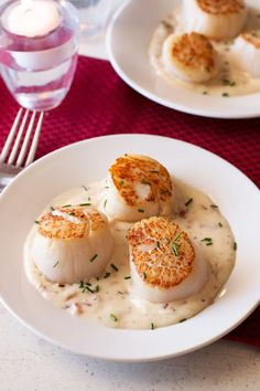 Pan Seared Scallops with Bacon Cream Sauce | cakenknife.com