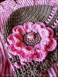 Kouzlo mého domova: Háčkovaná květina s větším středem