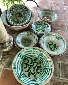 Siguen llegando lebrillos 😍😍😍#volubilisart #volubilis_art #lebrillo #lebrillos #lebrillosdetriana #lebrillosgranadinos#ceramic #ceramica… Pottery Painting, Ceramic Painting, Ottoman Decor, Old Plates, Mexican Ceramics, Hand Thrown Pottery, Antique Tiles, Pottery Bowls, Hand Painted Ceramics