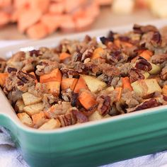 Bacon and apple sweet potato casserole with pecan streusel / By @greenschocolate for @lundsandbyerlys