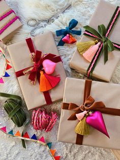 Brown paper packages tied up with velvet and ribbon I found - Erica Chan Coffman media photos videos Wrapping Ideas, Present Wrapping, Elegant Gift Wrapping, Christmas Time, Christmas Crafts, Christmas Decorations, Brown Paper Packages, Christmas Gift Wrapping, Birthday Gift Wrapping