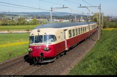 The timeless elegant TRANS EUROP EXPRESS trainsets RAe TEE II were a technical masterpiece and pioneer work when new in 1961, capable to run under all 4 significant european railway power supply systems (15000 V 16,7 Hz AC, 25000 V 50 Hz AC, 3000 V DC, 1500 V DC) with up to 160 km per hour. Train # 1053 of SBB Historic is again operational and tested under this 4 electric systems now and is on the way to the border station Chiasso for the last test under 3000 V DC of the italian overhead…