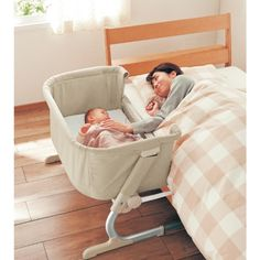 大人用ベッドの横に置くだけで使えるコンパクトな添い寝コット