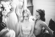 The bride praying with her bridesmaids before the ceremony | Image by Erin McCall Photography