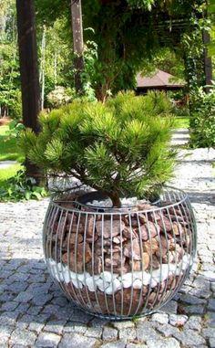 cool diy garden globes make your garden more interesting 9 Garden Yard Ideas, Diy Garden Decor, Garden Planters, Garden Projects, Garden Art, Garden Design, Landscaping With Rocks, Backyard Landscaping, Garden Globes