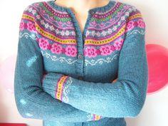 Gorgeous colorwork yoke sweater pattern to knit from Ravelry Ravelry: sunshinecatarina's para mim Fair Isle Knitting Patterns, Knit Patterns, Norwegian Knitting, Look At My, How To Start Knitting, Cardigan Pattern, Drops Design, Knitting Projects, Ravelry