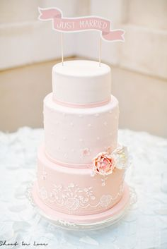 sani WeddingCakeDesign  #weddingcake #mariage #pivoineensucre  #royalicing #frenchwedding #gateaudemariage #paysdelaloire #mariageangers #patisserie #cakedesign #weddinglux  #loirevalleywedding