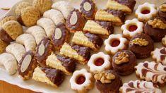 Vánoční cukroví podle osvědčených rodinných receptů Petra Stupky – magnilo Christmas Sweets, Arabic Food, Mini Cupcakes, Petra, Waffles, Cereal, Pie, Breakfast, Desserts