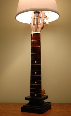 Chibson lamp - The Acoustic Guitar Forum - Neue Deko-Ideen Guitar Crafts, Guitar Diy, Guitar Room, Guitar Shelf, Guitar Cabinet, Music Furniture, Furniture Upholstery, Diy Furniture, Upholstery Repair
