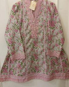 Kids Dressy Clothes, Stylish Dresses For Girls, Cute Girl Dresses, Simple Dresses, Clothes For Women, Pakistani Formal Dresses, Pakistani Dress Design, Kurti Neck Designs, Kurti Designs Party Wear
