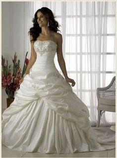 Vera Wang Inspired Wedding Dress Vintage Princess Style by Dibrel, $299.99 // Definitely for a princess!
