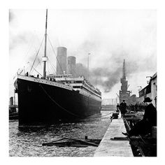 The RMS Titanic ready to sail on her fateful voyage. Cruise line history looks at the Post Office aboard the Titanic. A little known part of the Titanic Rms Titanic, Titanic Sinking, Titanic Museum, Titanic Boat, Old Pictures, Old Photos, Vintage Photos, Creepy Pictures, Beach Pictures