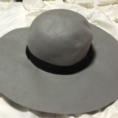 Gray floppy hat Worn a few times Cotton On Accessories Hats