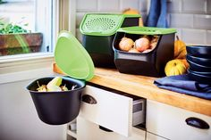 Functional and environmentally friendly! Our Chop Collector helps you compost your veggie peelings, onion skins and other waste for a mess-free kitchen.