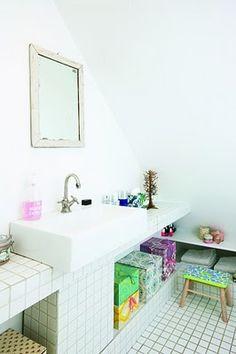 Lille Lykke: Vrolijke badkamer Boho Bathroom, Bathroom Rugs, Bathtub Shower, Bath Decor, Handmade Home, Beautiful Bathrooms, Shower Heads, Interior Inspiration, Charms