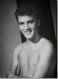 """William Speer of Memphis/Tennessee has been referred to as """"The man who shot Elvis"""". Out of the millions of photographs of Elvis Presley, William Rock And Roll, Professional Photo Shoot, Young Elvis, Singing Career, Elvis Presley Photos, Thing 1, Sensual, Mississippi, Memphis"""