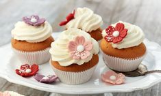 Vanille-Cupcakes Rezepte: Beliebte Muffins mit Vanille-Topping | Dr. Oetker Oster Cupcakes, Vanille Cupcakes, Mini Cupcakes, Muffin Top, Icing, Food And Drink, Cookies, Desserts, Birthday Cakes