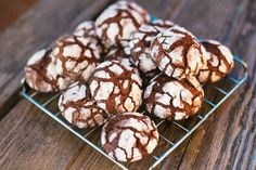 Chocolate Crinkle Cookies from Our 25 Favorite Cookie Recipes Double Chocolate Chip Cookies, Chocolate Crinkles, Chocolate Snowballs, Almond Cookies, Chocolate Truffles, Cookie Recipes, Dessert Recipes, Dessert Food, Cookie Ideas