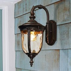 This outdoor light has an elegant traditional look and features hammered glass.